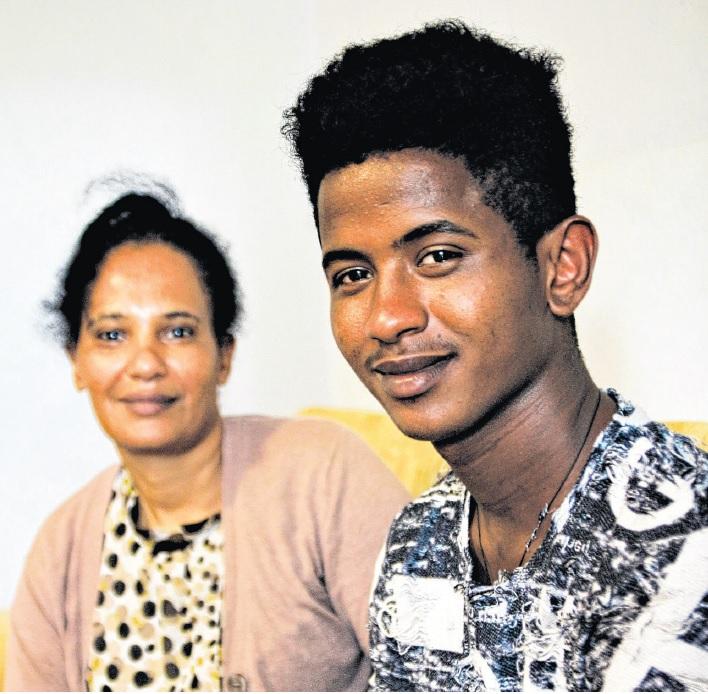 Hermon mit seiner Mutter in ihrem Zimmer